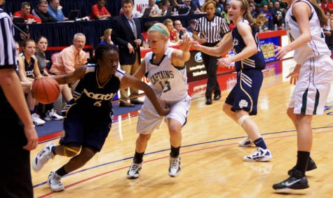 Moore's 19 points lead Blue Devils in thriller