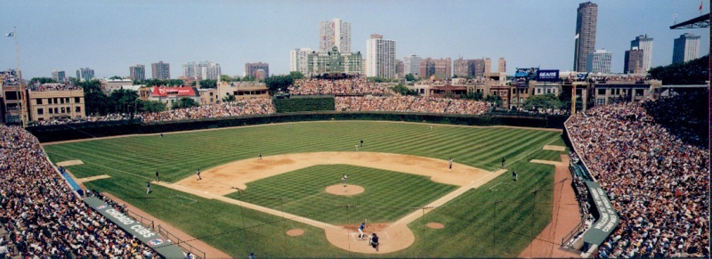 Chicago+Cubs+stadium+in+honor+of+the+team+taking+the+MLB%E2%80%99s+Commissioner%27s+trophy+last+Wednesday.