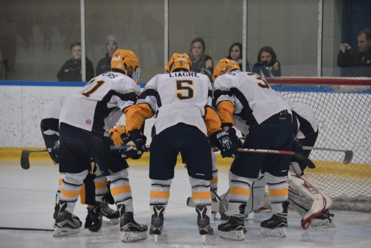 South huddles up. Photo by Kaitlin Nemeh '18