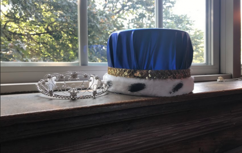 The homecoming crowns for king and queen. Photo courtesy of Lauren Thom '18.