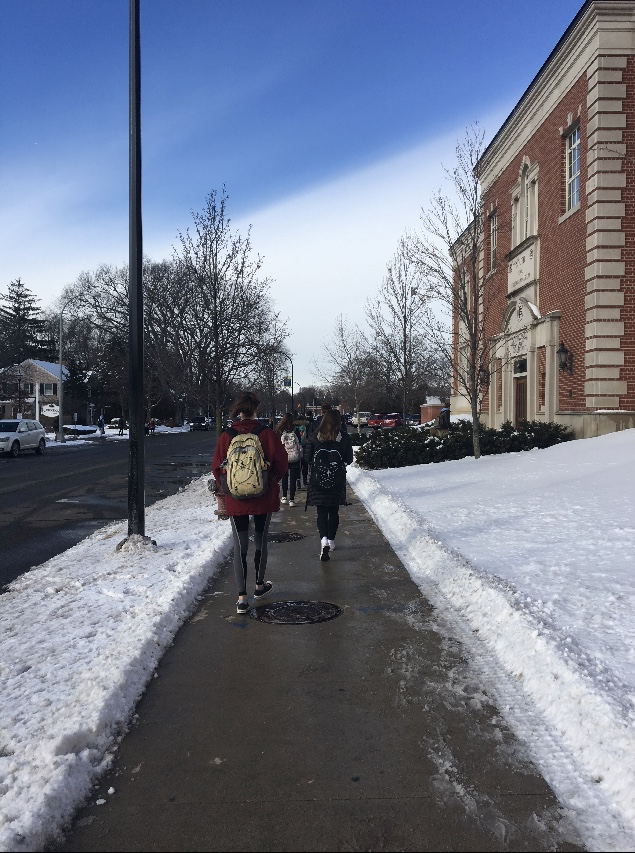 South+students+beginning+their+walk+home+from+school.+Some+students+explain+that+walking+to+and+from+school+during+the+winter+is+not+always+a+negative
