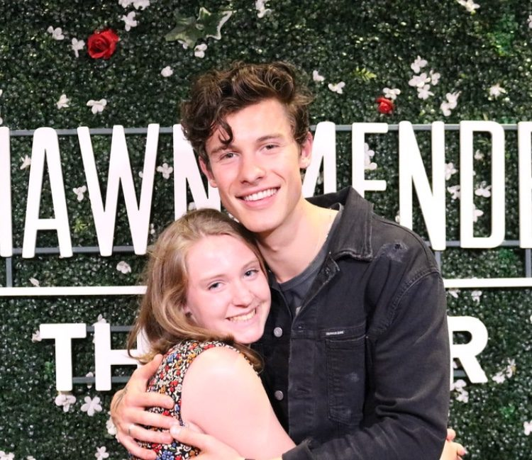 Shawn Mendes and Audrey Smihal '22 take a photo at a meet and greet in Grand Rapids, Micnigan.