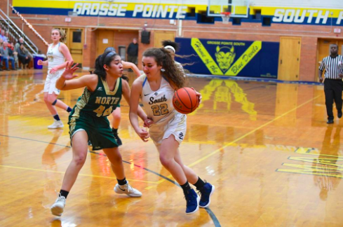 Sophia Iafrate '20 drives to the basket during the North game last year. The team is looking for a district championship this year. Photo by Gaby Dulworth '22.