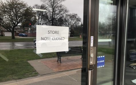 Nonessential stores, like this one, are ordered closed to customers under Gretchen Whitmer's order. Photo by Matthew Kornmeier '21.