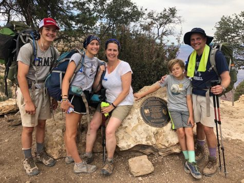 Evie Klepp '22 hikes with her family before quarantine at the Bright Angel Trailhead. Photo courtesy of Evie Klepp '22.